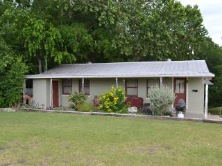 Waterfront- Sleep 16- in 4/2, split level house, New Braunfels