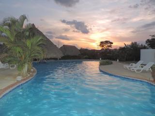 Casa tropical con vista al mar & corto paseo a la playa!, San Carlos