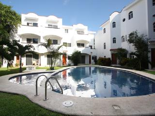 Playacar Condo with Pool- Quintas Pakal 21, Playa del Carmen