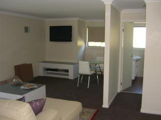 Breezebedandbreakfast, Bateau Bay