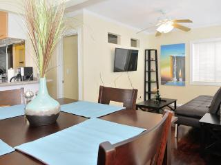 (MS5) Beach complex for up to 18 guests!, San Diego