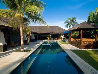 Moyo-Rinci, 3 Bed/3 Bath villas,near Seminyak, Canggu