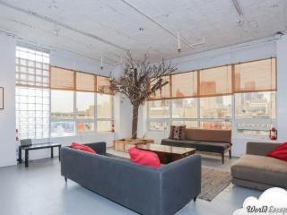 Giant LES Penthouse- Key 647, Nueva York