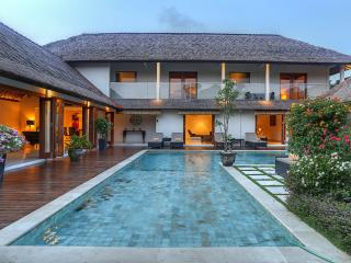 Luxury 5 Bedroom Villa at Seminyak Beach