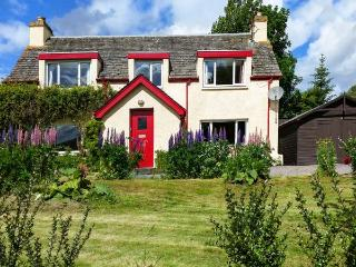 BALDOW COTTAGE, stone cottage, with AGA, open fire and enclosed garden, in Kincraig, Ref 18578