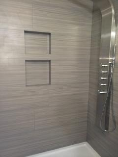 Stainless shower panel with gray strands tile