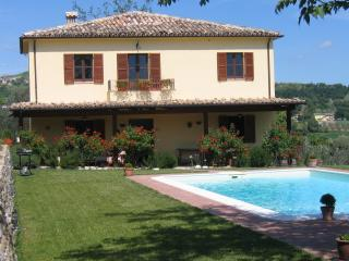 Restored stone farmhouse with private pool, Penne