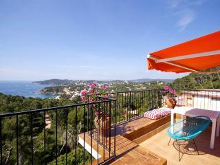 Modern Penthouse Apartment, Panoramic views & Pool, Llafranc
