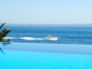 Spectacular Sea Frontline Villa Up to 20 Guests