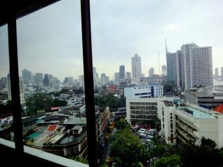 Bangkok 2 BR Riverview Apartment