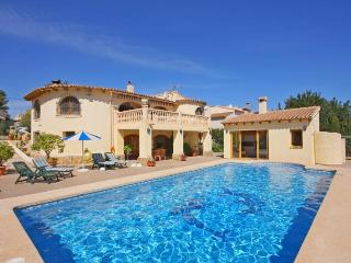 Villa Odisea - Just 900 m to the sandbeach, with pool and air conditioner., Calpe
