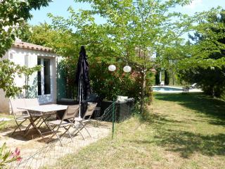 2/3 pieces en rez de jardin avec Piscine, calme, Les Milles