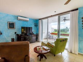 La Casita de Stephanie (8230) - Footsteps to Best Beach! Free Wi-fi! Free Calls to USA, MX&Canada!, Cozumel
