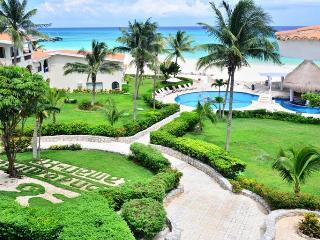 Stunning Oceanfront Apartment 7111, Playa del Carmen