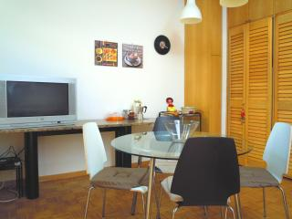 Nice Apartment in Bologna - ViaGessiUno