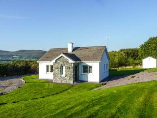 BALLINAKILLA LOWER, single-storey, open fire, mountain views, close to Ring of Kerry and Glenbeigh, Ref 916549