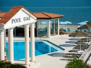 Caretta Beach Apartment with pool on beach, Platanias