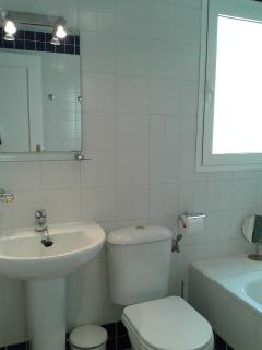 Ensuite Bathroom to Main Bedroom