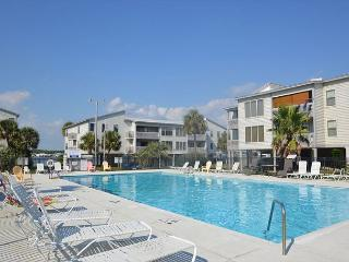 Lagoon Condo Partial Gulf Views~ Pet Friendly ~ Bender Vacation Rentals