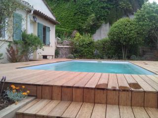 JdV Holidays Villa Figuier, 5 bedrooms and walking to the village, great price!, Biot