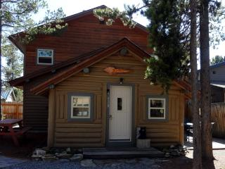 Whiskey Springs Cabin...Cozy log cabin, in town, West Yellowstone