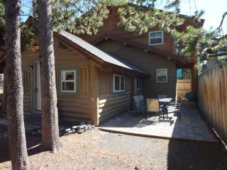 Whiskey Springs Cabin...Cozy log cabin, in town