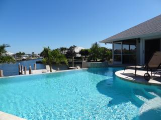 Unique 3/3 House With 2 Master Bedrooms & Prestigious Pool & Spa, Marco Island