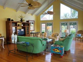 Appealing 5 Bedroom and 3 bath beach style home close to Esplanade Shops, Marco Island