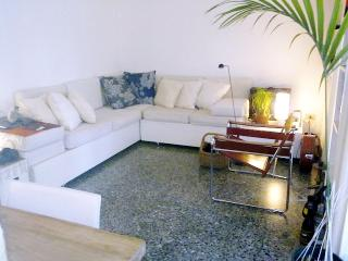 Giudecca Canal Green Apartment in Venice
