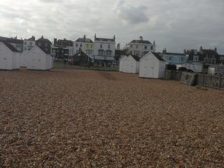 Pretty Georgian Seaside Cottage & Beach Hut, Deal