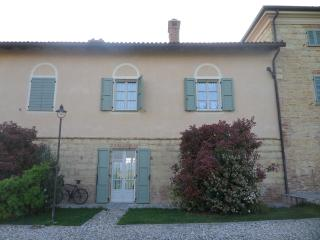 Monferrato: ancient apartment in old farmhouse