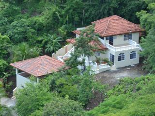 Villa Del Cielo--minutes to the beach and beautiful ocean views--your vacation in sunny,lovely Playa Hermosa, Costa Rica!!