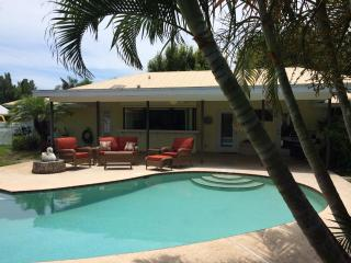 Luxury Private Vacation Pool Home - Bike to Beach!, Hobe Sound