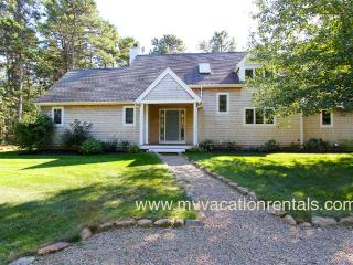 REIDK - Meadow View Beauty - Association Tennis, Miles of Bike Paths, 5 Min Drive to Town and Beach, Wifi, Vineyard Haven