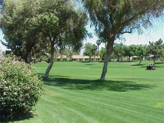 Palm Desert Resort CC-Play Golf-Tennis! Cozy Condo (PS265)