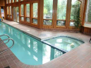 Luxurious Sunriver Home with Private Pool and Large Deck Near Fort Rock Park