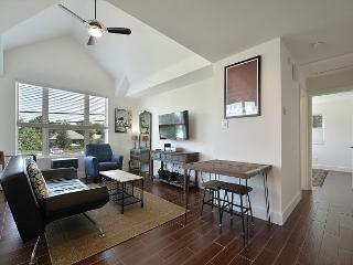 Walk to Rainey St, Convention Center, Private Garage! - Sleeps 4