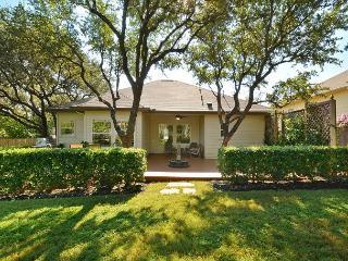 4BR/2BA Beautiful Cottage at Lake Austin, Sleeps 8-10