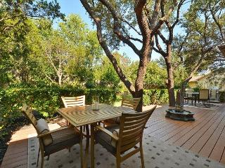 4BR/2BA Beautiful Cottage at Lake Austin, Sleeps 8-10