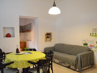Vintage Kastela Apartment close to Trogir, Kastel Stafilic