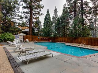 Cozy condo with shared pool, hot tub, sauna and loft, 1 mile from Kings Beach!