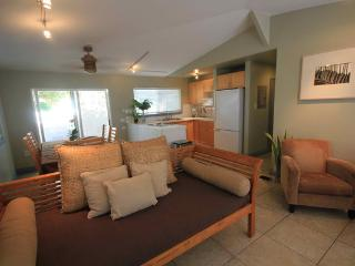 Papaya Cottage - 3br home, w/BBQ, kayak,across PCC, Laie