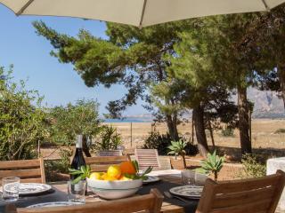 Casa Sara, Cozy Cottage With Garden Near The Beach, Castelluzzo
