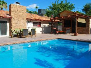 Palermo Home  PRIVATE SWIMMING POOL WITHIN MINUTES, Las Vegas