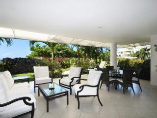 Palm Beach 101 - Ideal for Couples and Families, Beautiful Pool and Beach, Bridgetown