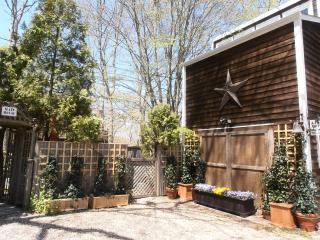 Charming Guest Cottage, East Hampton