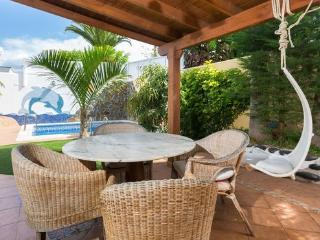 4 bedroom villa with heated pool, Las Americas