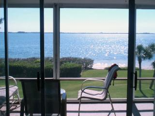 A Hidden Gem: 2BR Family-Friendly Condo with Pool, Holmes Beach