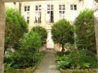 Central 2 Bedroom Paris Apartment in Marais