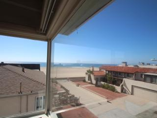 30 night minimum. Oceanview on a walkstreet!, Hermosa Beach